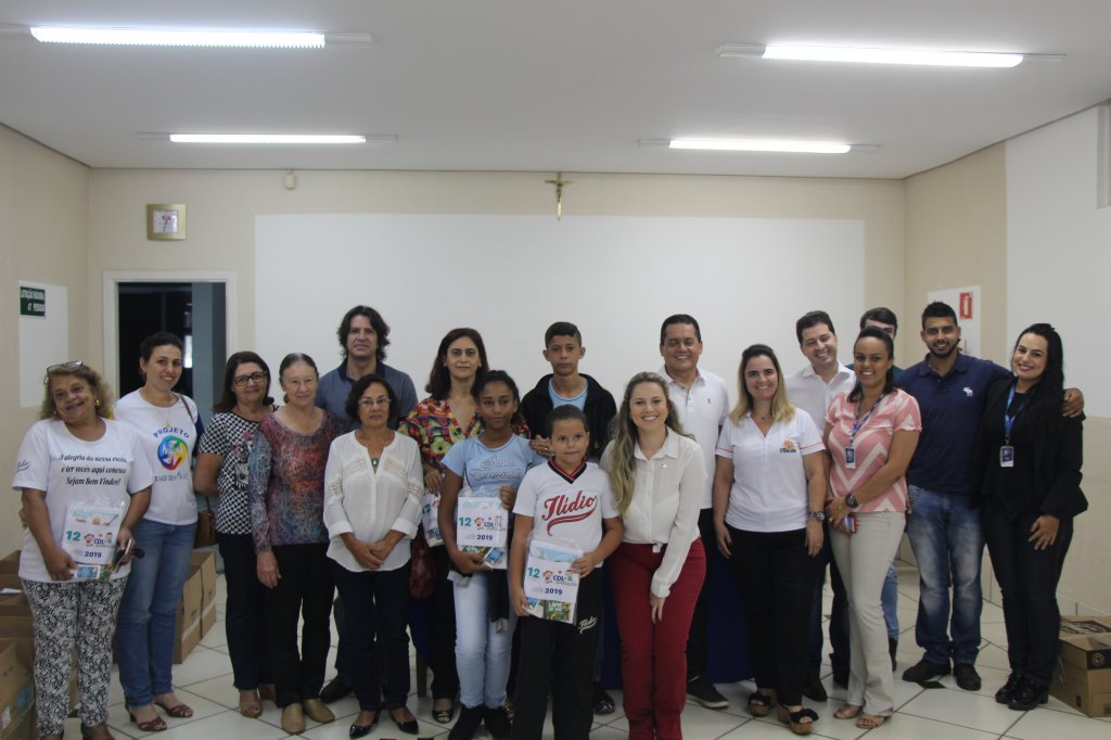 Em manhã emocionante, CDL realiza a entrega de 1.200 kits escolares em Patos de Minas