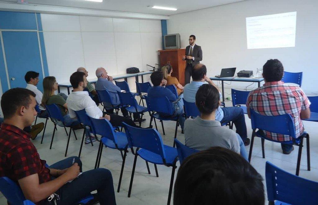 Afixação de preços de produtos e serviços para o consumidor, foi tema de encontro na CDL Patos de Minas.
