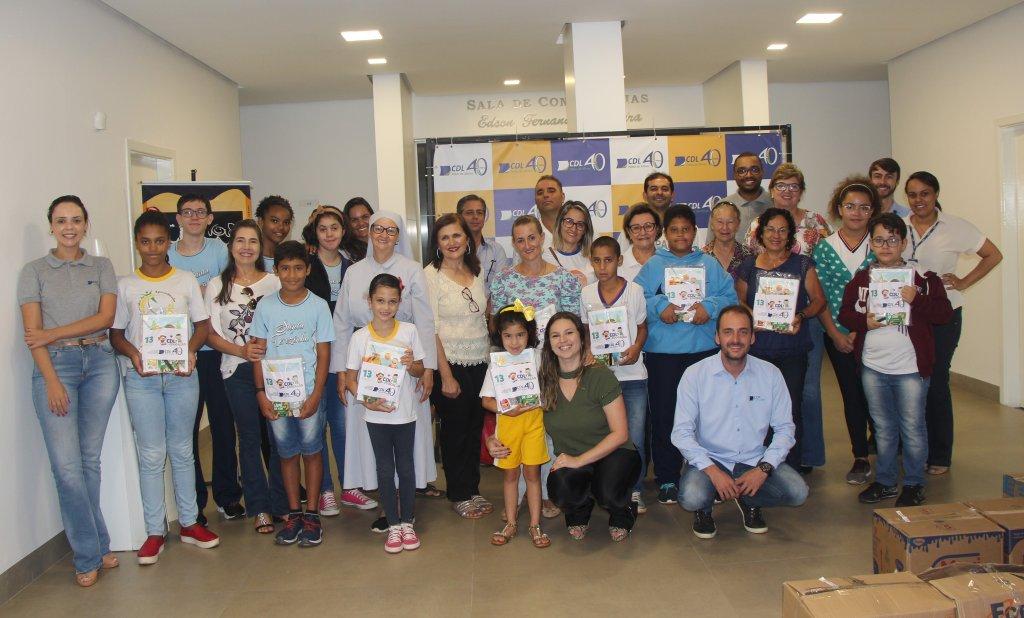 Pelo 13° ano consecutivo, CDL faz entrega de kits escolares para estudantes de Patos de Minas.