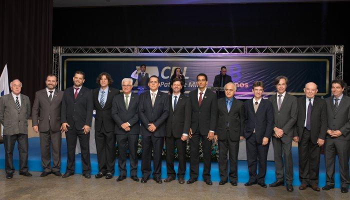 CDL Patos de Minas empossa nova diretoria