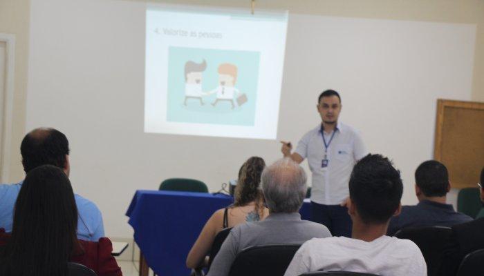 Engajamento Colaborativo foi tema de palestra na CDL Patos de Minas